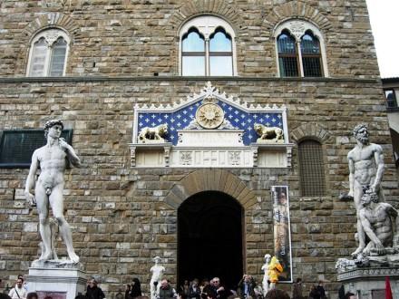 Piazza_della_Signoria_David_di_Michelangelo